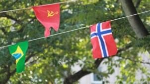[住宅マーケティングのヒント]旗を掲げる。上を向いて歩く