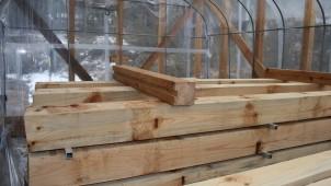 木材の「ビニールハウス」乾燥 天乾より早く内部まで乾く