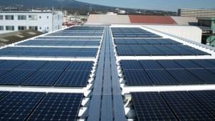 太陽光専用展示場でPV7種の発電量を比較