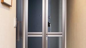 通風・防虫できる玄関網戸にスチールメッシュタイプ追加 セイキ販売