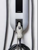 矢崎エナジーシステム、小型の電気自動車用普通充電器を受注開始