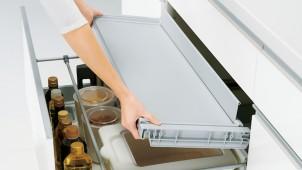 ハウステック、日常づかいの鍋や調理小物を余裕でしまえるキッチン「ラヴィー」