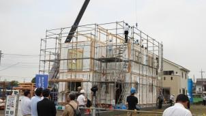 益田建設、大幅なコストカットを実現するハイブリッドユニット工法の上棟見学会を実施
