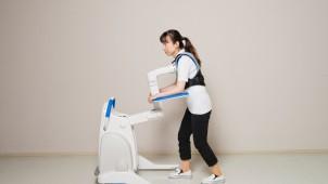 パナソニック、被介助者の自立的動作をサポートするロボット開発