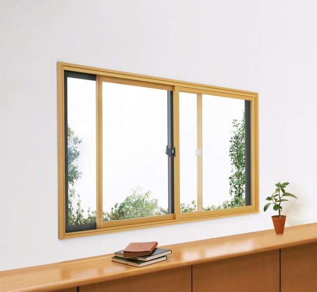かんたん取り付けで冷暖房効果をアップする「エコ内窓 プラマードU」。居室から浴室までさまざまな窓を二重窓に変更可能。