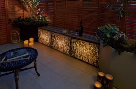 夜はリビングの照明を消して、ベランダでディナーを楽しむといった過ごし方も可能に。