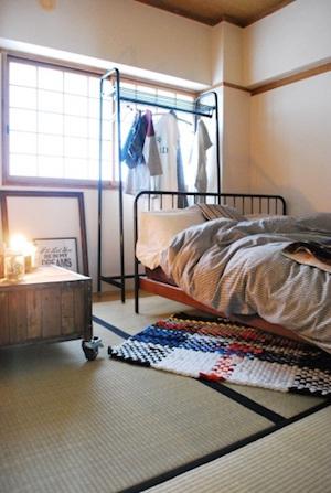 4.5畳の和室をベッドルームに。余計なものは置かず、お気に入りのベッドだけ。