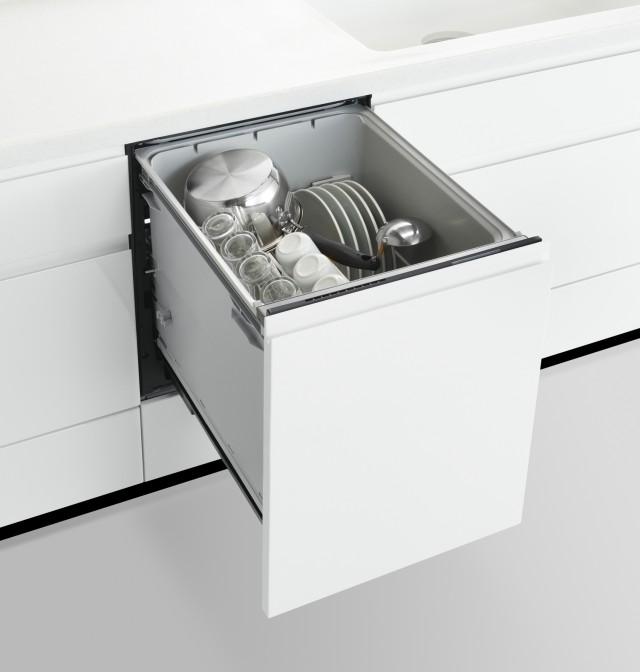 「ツインファン&エアミキシング方式」の採用により、食洗機前面の排気口を解消。これにより扉が閉まっていると、食洗機なしのシステムキッチンと見分けがつかないほどに。