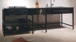 カスタマイズできる超シンプルな黒フレームキッチン
