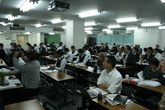 11月10日に東京で開催した緊急セミナーには100人が参加