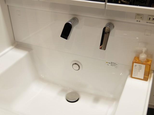 「サクア」の新製品のボウルはスクエア型で、深さがあり底面がフラットなのが特徴