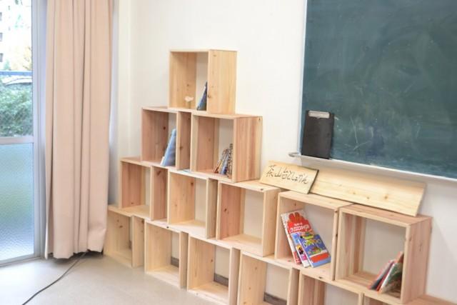 子どもたちと作った『茶山台としょかん』の本箱