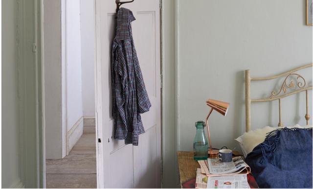 一色一色、オーダーメイドのような繊細な色合いが特徴。画像のCromarty(クロマーティー)は、どんな部屋にも落ち着きを与える色としている