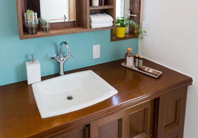 洗面(上)とバスルーム(下)のコーディネート例