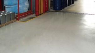 厚0.3ミリ、既存床の上から施工できる改修専用の薄塗床仕上げ材