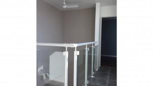 透明性+安全性を両立する手すりを発売 納得スタイルホーム