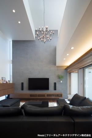 フリーダムアーキテクツデザイン(東京都)の《ソリッドハウス》のリビングは、ホテルのスイートルームのような質感で、重厚でありながらくつろげる空間として支持された。