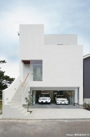 AC15(新潟県)の《A邸》は、オーナーの希望を木造(SE構法)で実現。大開口の窓やインナーガレージなどが、モダンな印象となっている