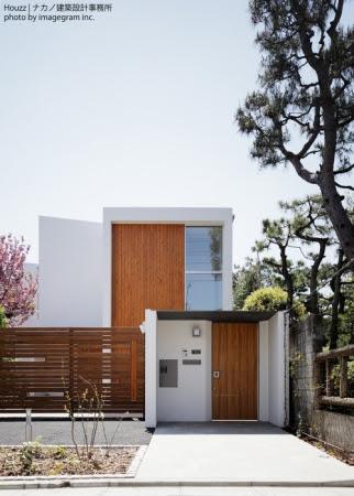 ナカノ建築設計事務所(東京都)の《S邸》は、昨年のエクステリア部門に続いての受賞となった。八重桜や草木との生活を実現した住宅で、「Houzzツアー:八重桜をめでる家」も好評