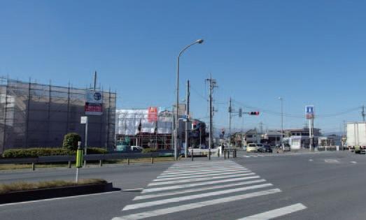 建設が進む展示場予定地。県道とバイパスの2つの主要道路に面しており、広告効果は高い