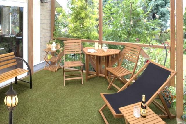 床に抗菌防カビ人工芝生を敷いたイメージ