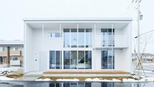トリプルガラスとダブル断熱を標準装備 「無印良品の家 青森店」がオープン