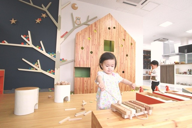 昨年10月にリニューアルしたさいたま支店の「木っずすぺ~す」のようす(上)。下は平塚店。