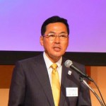 挨拶に立ったフクビ化学工業の八木誠一郎社長