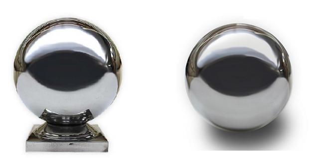 左:手すり柱頭飾り「ぎぼし」 右:装飾ボール