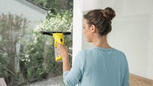 ケルヒャー、窓・浴室掃除に使える軽量バキュームクリーナー