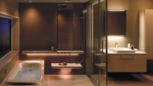 "TOTOが""心の満足""追求したバスルーム発売、便利な床洗浄機能も"