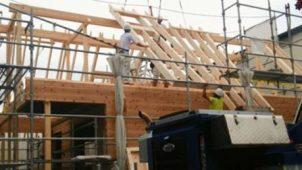 BESS、ログハウスを工業化 2000棟体制に向け施工・物流など大革新