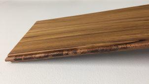 表面は厚4ミリのチーク単板、幅広三層フローリングを発売