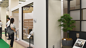 YKKAP、防火エリアで使える高断熱ドアを発売