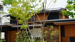 【事例】日常に植物がある暮らしを 「土から考える庭」を提案 -リビングソイル研究所(兵庫県姫路市)