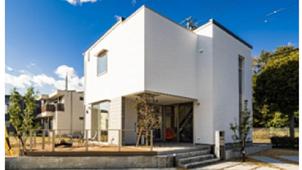パナソニック、広い軒下で屋内と屋外がつながる木造住宅を発売