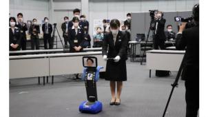 """アキュラホーム、17会場中継する""""分散型""""入社式"""