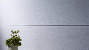 鶴弥、陶板壁材に「抗菌性光触媒シリーズ」