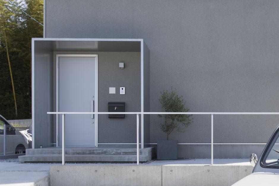 静岡のグリーンホーム、袖壁のある箱型庇を開発