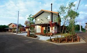 「幸せへの投資」提案する緑豊かな分譲地 ドミノ研が視察、柴木材店が近く販売の4区画