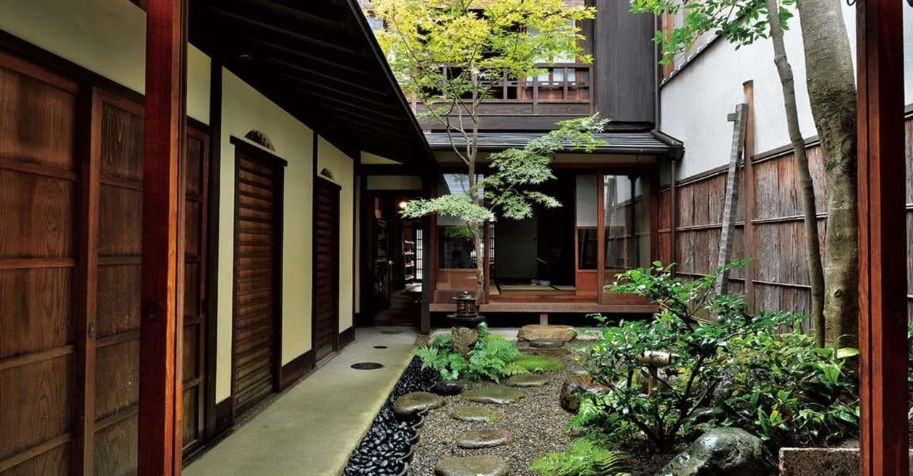 京町家に必ずある中庭は、生活にうるおいをもたらす存在。