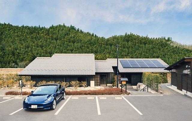 テスラ、家庭用蓄電池パワーウォールを宿泊施設へ初導入