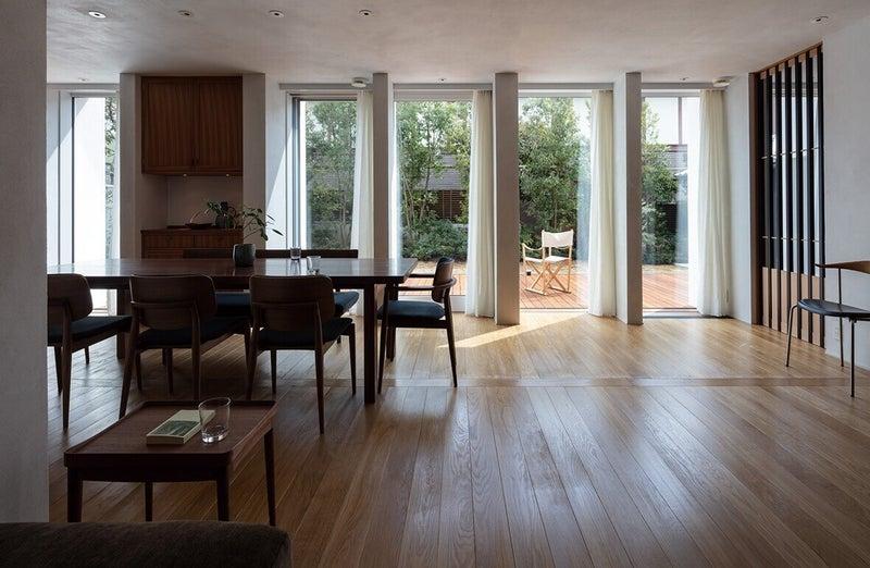 誰もが潜在的に求める、住空間の快適さをかたちにした、建築家・堀部安嗣氏の「南に開く家」