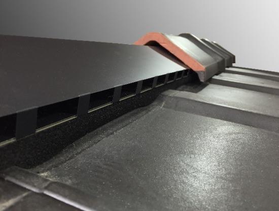 トーコーが粘土瓦用棟換気を一新、二重構造で防水性向上