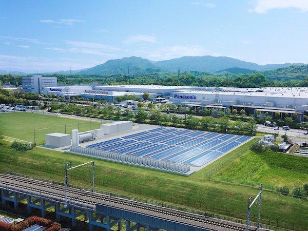 パナ、工場の使用電力を純水素型燃料電池+太陽電池で