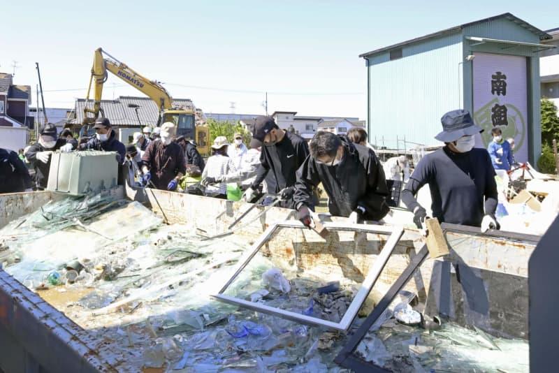 静岡突風被害、自宅修理や片付け