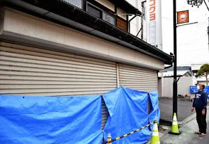 福島県沖地震3カ月、修理遅れ深刻 国見の店舗、応急措置のまま