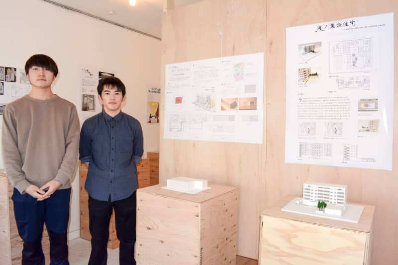 建築学ぶ学生が作品披露 設計図や模型を展示