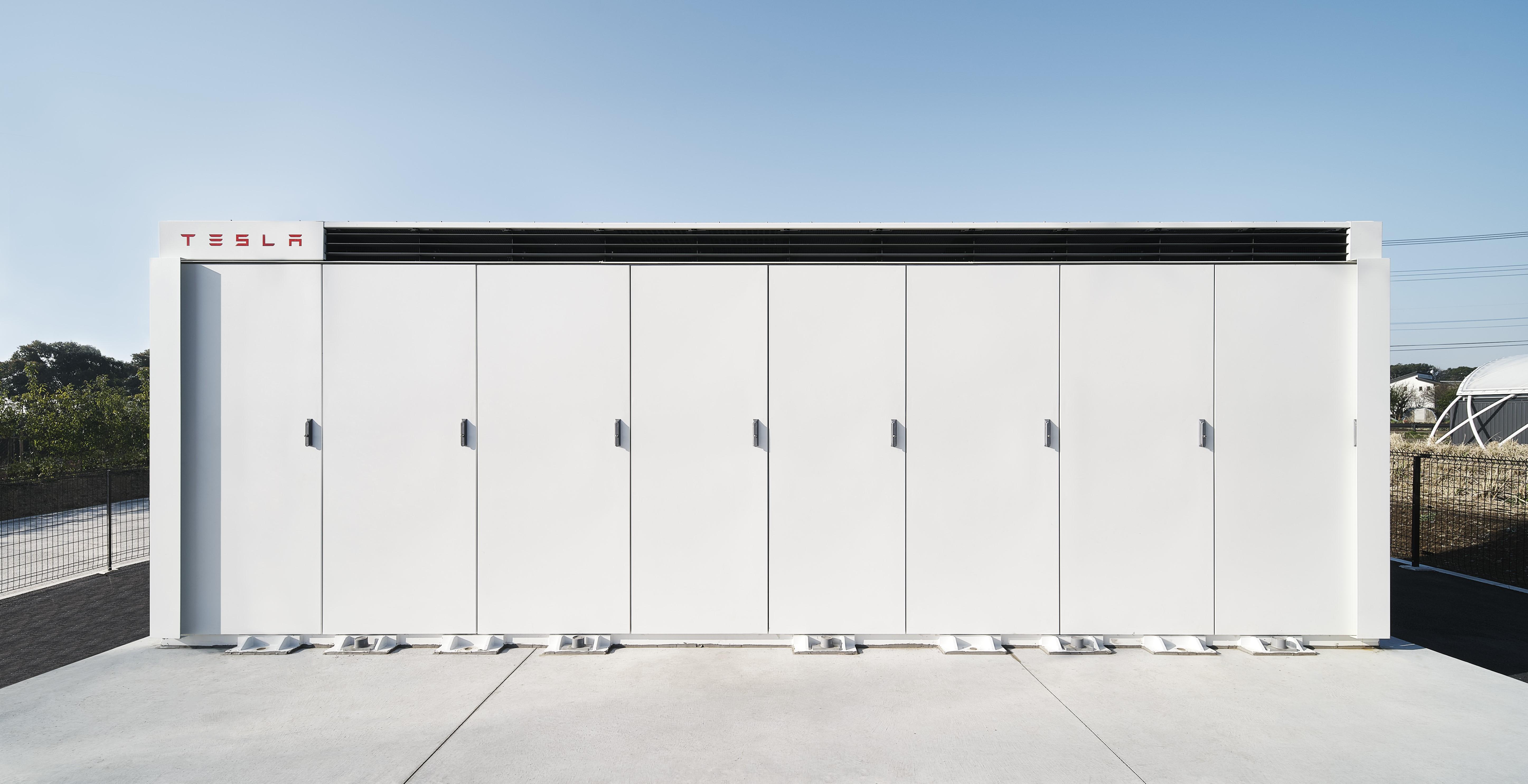 テスラ、大型蓄電システム「メガパック」を日本初設置