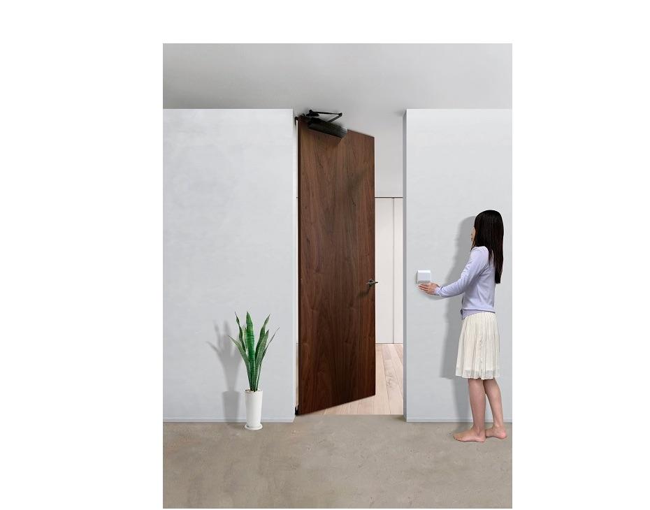 開き戸タイプの家庭用自動ドア、来年1月に発売